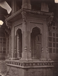 Close view of corner pavilion, Tomb of Muhammad Ghaus, Gwalior